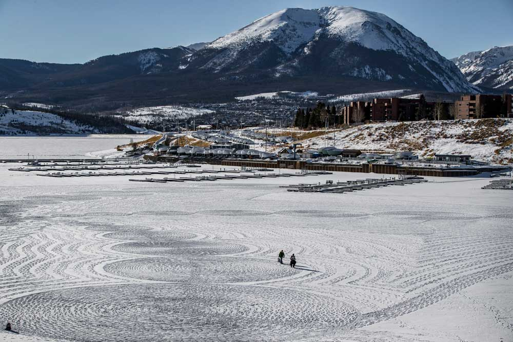 Simon Beck walks on Dillon Reservoir to create a snow mural. Photo credit: Silverthorne Photography.